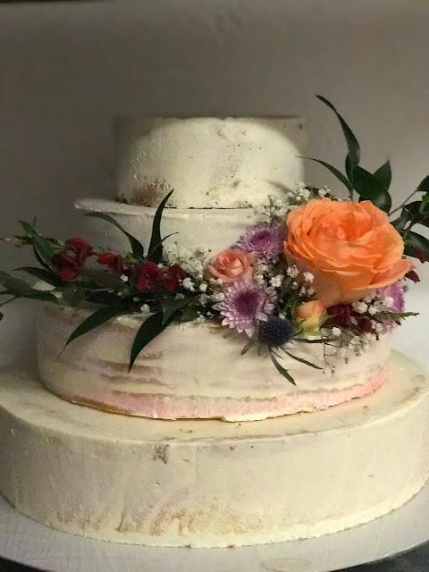 Hochzeitstorte, Berghochzeit am Riessersee in Garmisch-Partenkirchen, Bayern, Hochzeitshotel, Hochzeitsplanerin Uschi Glas, Apricot, Rosé, Marsalla, Pastelltöne