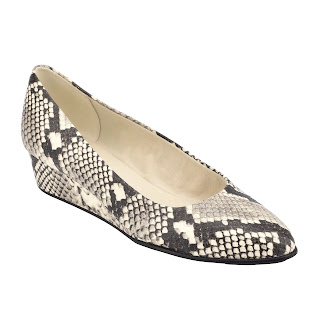 https://easyspirit.com/collections/weekend-sale/products/abelle-low-wedges-in-snake-print