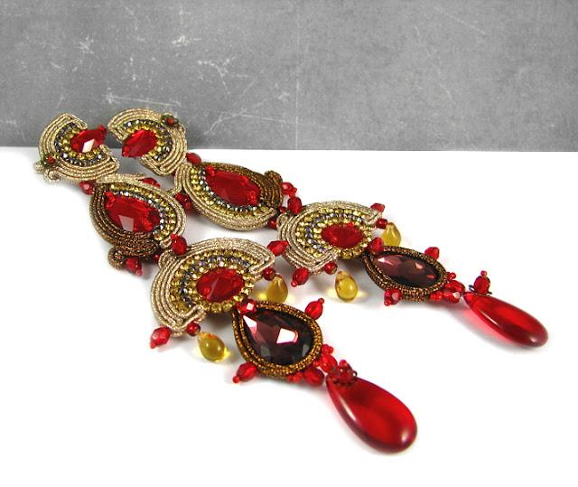 Biżuteria karnawałowa, długie kolczyki do sukni wieczorowej.