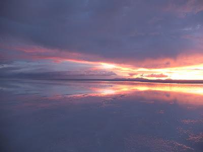 夕方のウユニ塩湖の写真