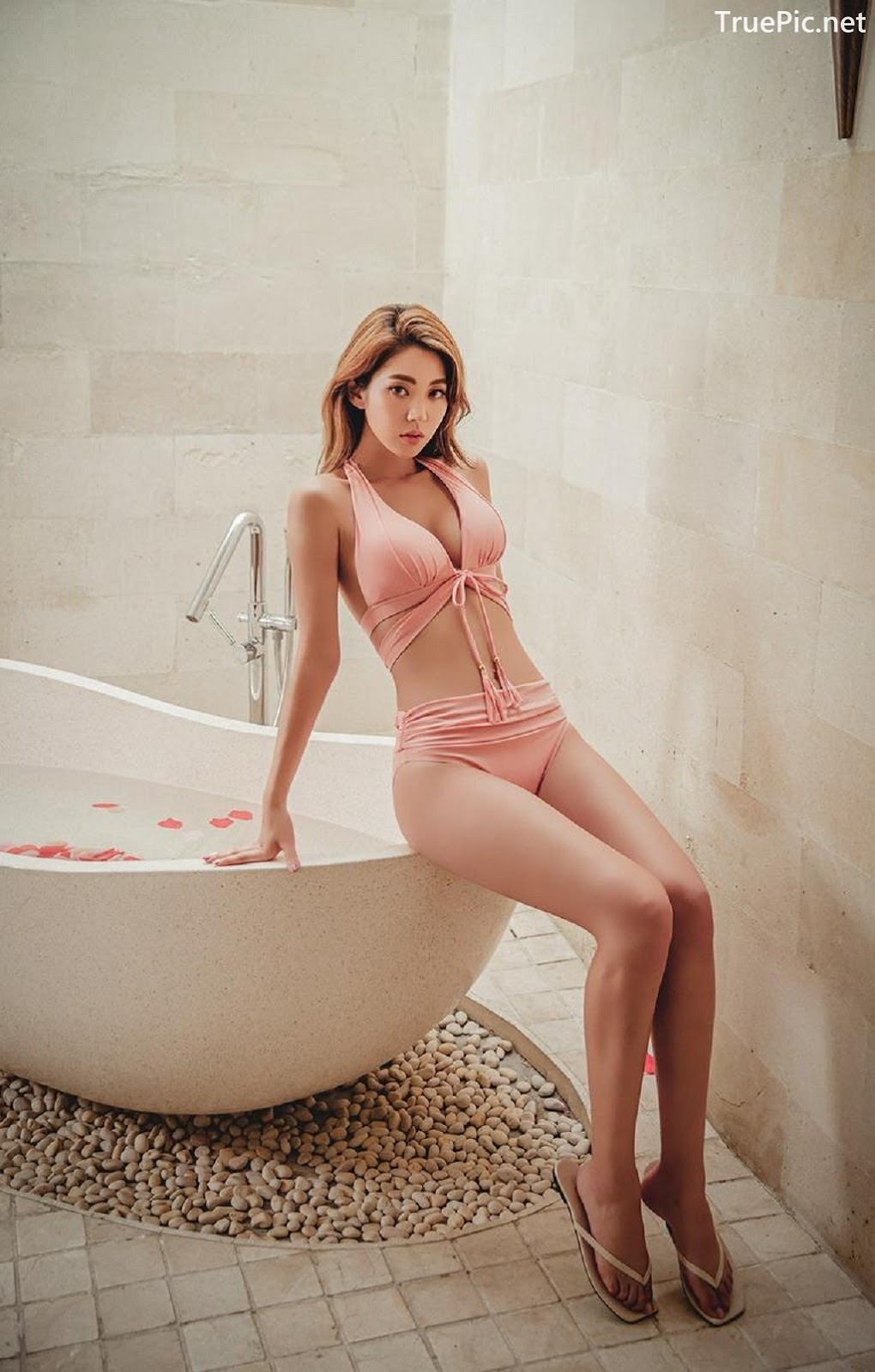 Image Lee Chae Eun - Bucket Pink Bikini - Korean Fashion Model - TruePic.net - Picture-9