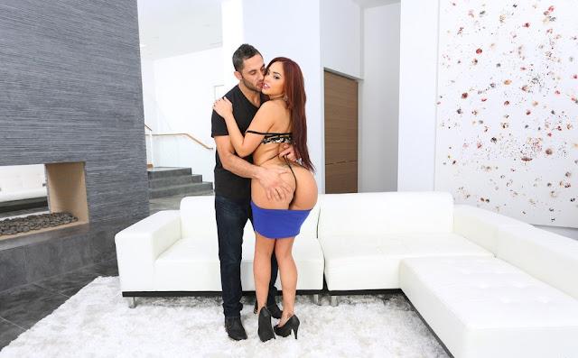 Sasha Bleou – Sexy Selena