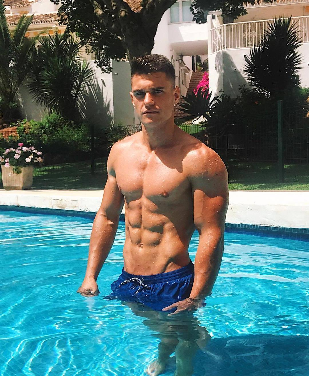 hot-fit-wet-guys-pool-fit-body-abs