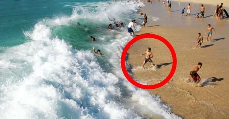 Hanakapiai plajı uçsuz bucaksız uçurumların ve masmavi suların bulunduğu bir yerdir.