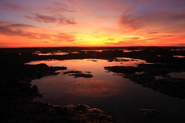 senja di pantai santolo tempat wisata di garut