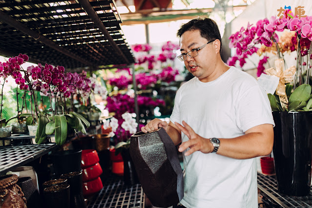 身為花店第二代的許晉榮老師