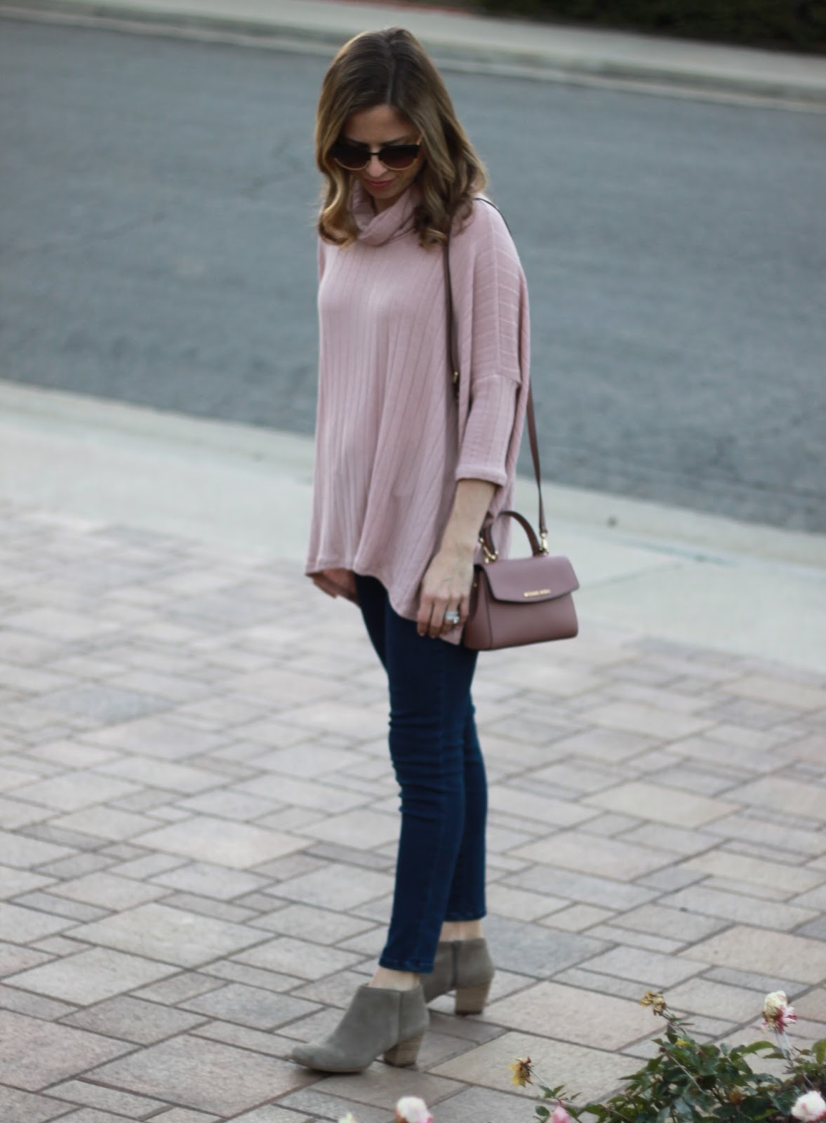 skinny jeans and bootie outfit
