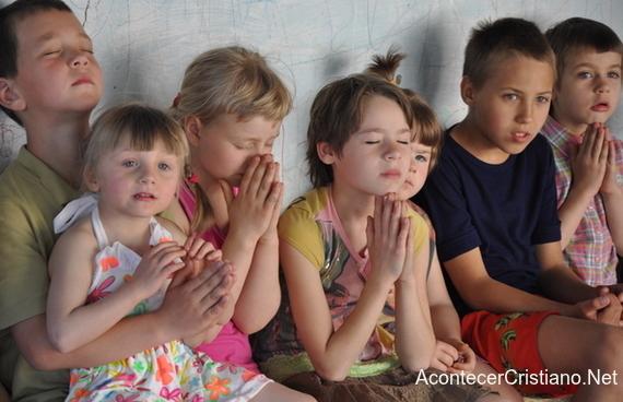 Niños en orfanato