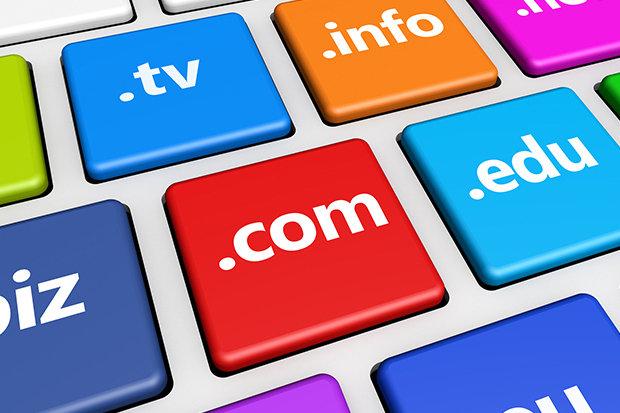 Beli Domain .com Agar Bisnis Lebih Terpercaya Anda mungkin sering mendengar istilah domain. Sebenarnya, apa itu domain? Kita biasa menyebut domain dengan alamat website. Nama domain bisa disesuaikan dengan keinginan dan kebutuhan Anda selama domain tersebut belum ada yang menggunakannya. Nama domain selalu diiringi dengan ekstensi domain, seperti .com, .id, .net, dan masih banyak yang lainnya. Dari sekian banyak ekstensi domain, Anda disarankan menggunakan domain .com Indonesia. Kenapa harus? Domain .com termasuk Top Level Domain yang bersifat general. Ekstensi ini bisa dipakai oleh siapapun dan di negara manapun. Tidak ada batasan negara untuk bisa menggunakan ekstensi domain ini. Dari sekian banyak TLD yang ada, Anda disarankan menggunakan domain .com karena domain ini sangat populer dan semua orang familiar dengan akhiran ini. Keuntungan Menggunakan Domain .com Alamat website identik dengan akhiran .com. Jadi, ketika Anda menggunakan akhiran ini, website bisnis Anda akan mendapatkan keuntungan-keuntungan berikut ini : Domain .com Mudah diingat Yang pertama, mudah diingat. Begitu familiar-nya ekstensi domain ini, orang akan lebih mudah mengingat alamat website dengan akhiran .com. Tidak sedikit orang yang hanya mengingat nama domainnya saja tanpa memperdulikan akhiran yang digunakan karena orang-orang ini sudah terlalu familiar dengan domain .com. Jika Anda menggunakan akhiran selain .com, orang-orang yang akan mengunjungi website Anda mungkin akan bingung karena website tidak ditemukan. Lebih populer dibandingkan domain lainnya Yang kedua, domain .com lebih populer dibandingkan domain lainnya. Domain ini digunakan oleh hampir semua situs-situs besar yang ada di jagad maya. Sebut saja Google, Facebook, Twitter, Blogspot, Amazon, dan Instagram. Google dan Facebook memang memiliki banyak ekstensi domain berdasarkan ekstensi domain suatu negara. Namun sebelum menggunakan domain khusus suatu negara, mereka terlebih dahulu menggunakan domain .com. Kalau situs sebesar G