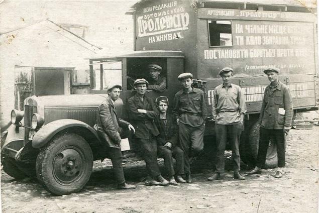 """На базе бортового ЗИСа смонтирован самодельный фургон. """"Артемівський пролетар"""", Артёмовск."""