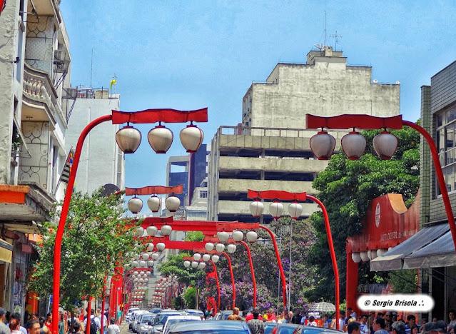 Rua do Bairro da Liberdade São Paulo com suas tradicionais lanternas japonesas