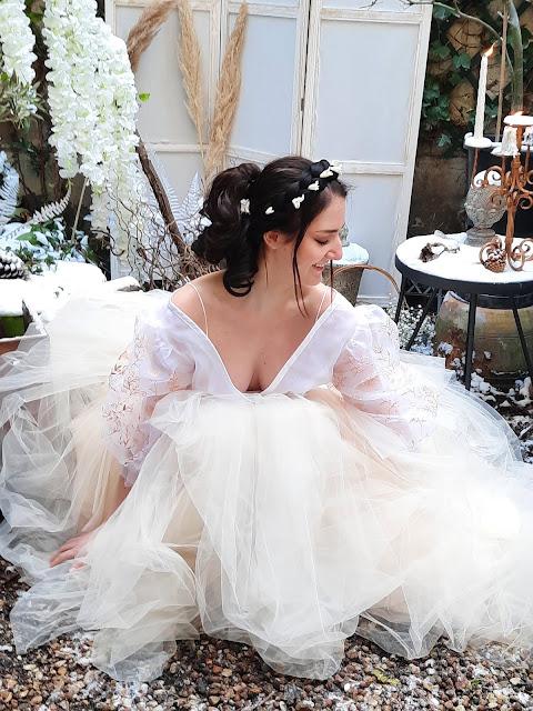 La mariée Botanica Gold, jupe en tulle blush et top en organza peint à la main
