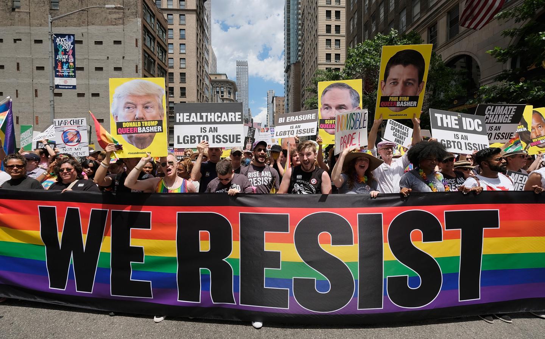 Militância LGBT nos EUA contra Trump e conservadores