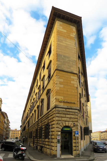 Corner building between Via dell'Indipendenza and Scali Manzoni, Livorno