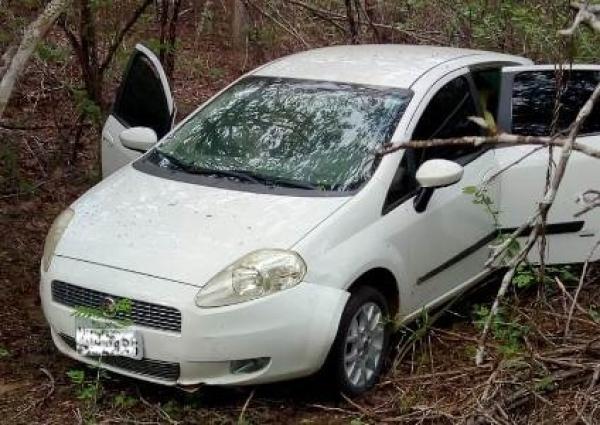 Veículo roubado em Dois Riachos é recuperado pela  polícia  em Olivença