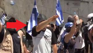 Παράνοια στο Σύνταγμα: «Πατριώτης» ψέλνει τον εθνικό ύμνο χαιρετώντας ναζιστικά (Video)