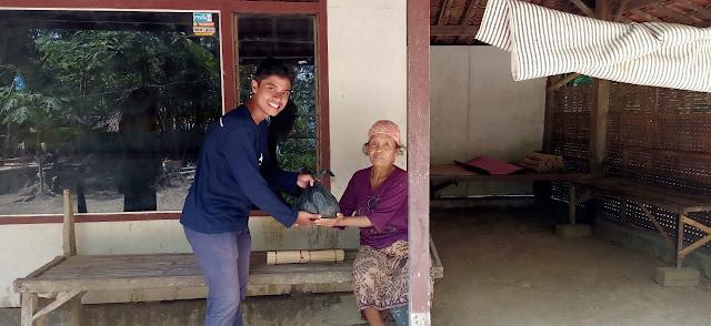 Bakti Sosial Kelompok KKN 90 Batangan