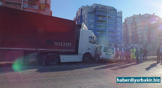 DİYARBAKIR-Diyarbakır-Bismil Karayolu'nda meydana gelen trafik kazasında 3 kişinin yaralandığı belirtildi.