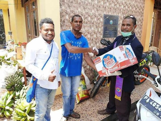 PAM GKI Klasis Keerom Lakukan Diakonia ke Warga Korban Kebakaran di Dok IX Jayapura