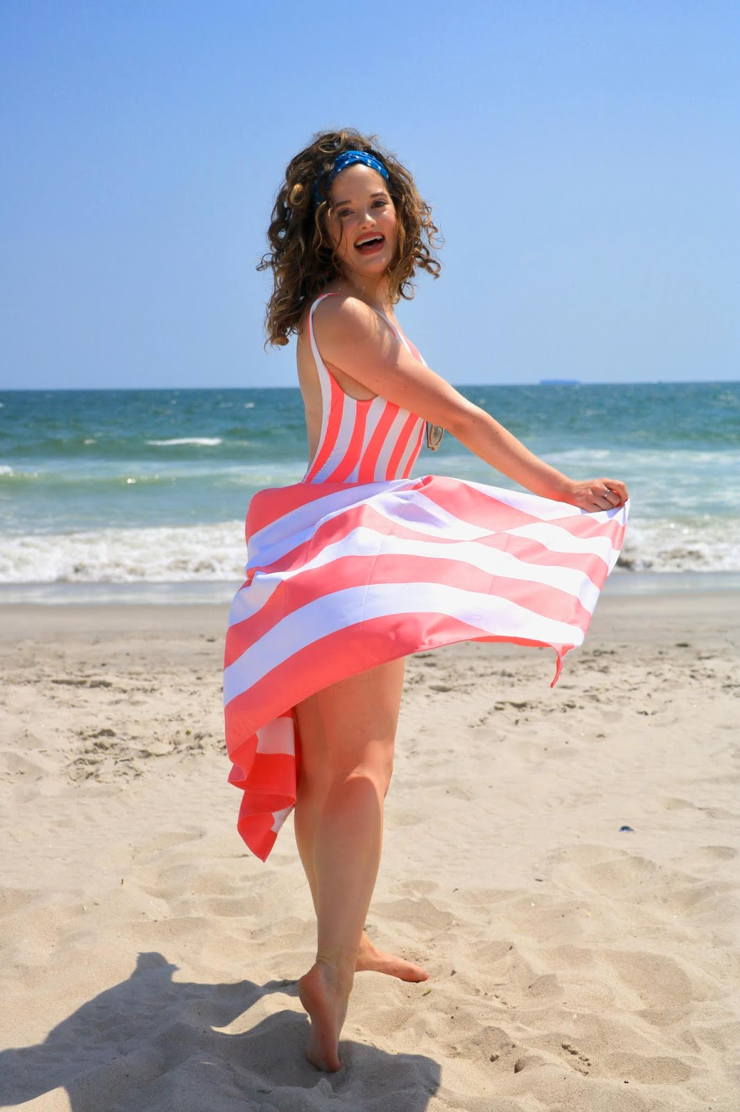 Nyc fashion blogger Kathleen Harper's beach photo shoot ideas.