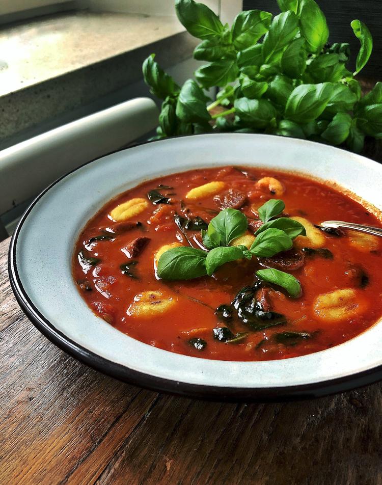 tomaatti-gnocchikeitto