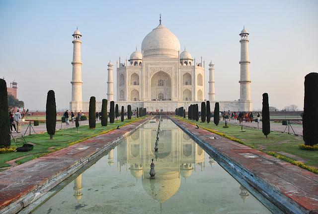 the iconic image of Taj Mahal