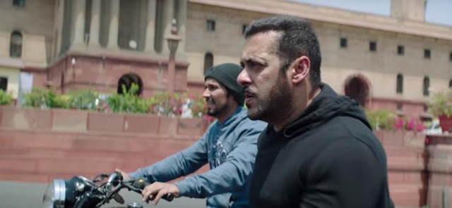 Trainer Randeep Hooda in Sultan riding on roads of Delhi with Salman Khan