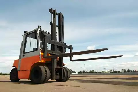 6 Factors to Consider When Buying a Forklift