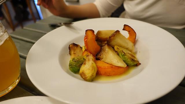 好吃到炸的烤蔬菜,奶油醬汁讓人想要拿起盤子舔。