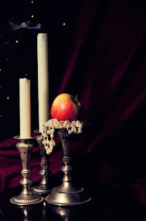 Apple on a pedistal with tapered candles and pearls