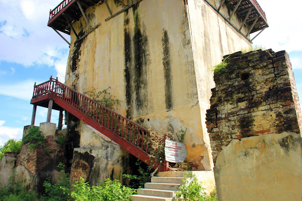 Nanmyint watch tower - Inwa (Myanmar)
