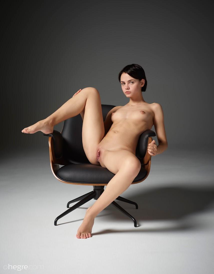 [Hegre-Art] Ariel - Seated Beauty