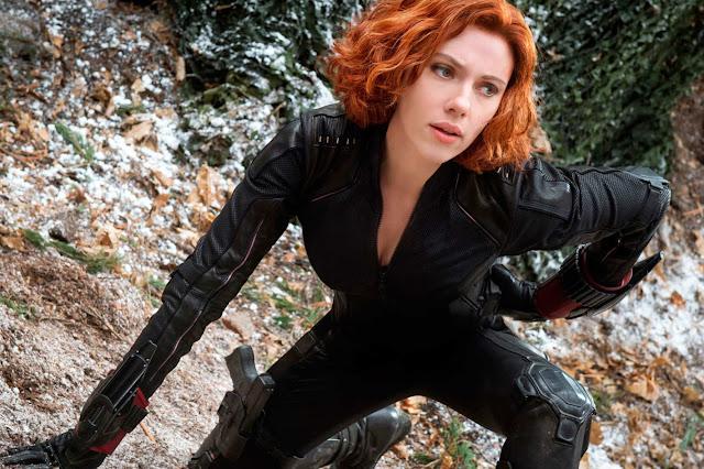 """Novas imagens do set de """"Viúva Negra"""" apresentam Natasha em um viagem às montanhas"""