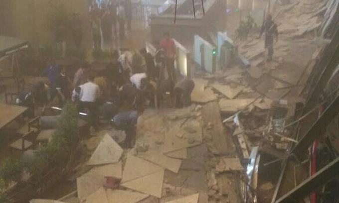 Selasar  Bursa Efek Indonesia Roboh, Sejumlah Orang Dievakuasi