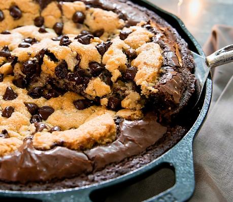 Deep Dish Chocolate Chip Cookie Skillet Brownie and Brookie Cups #dessert #cakechocolate