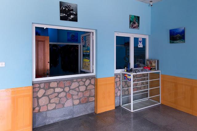Sala equipo centro de buceo Camel Dive Center, Aqaba, mar Rojo, Jordania