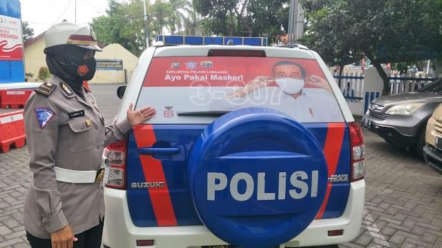 Mobil Dinas Satlantas Polres Lumajang Ditempeli Stiker Ayo Pakai Masker