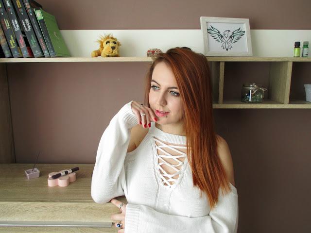 dresslily, recenzija, majica, bijela majica, poseban izrez, onlajn kupovina, dresslily iskustva, blog, bloganje, bloger balkan, crvenokosa, ginger, stil, moda, alternativno, plave oči, kul, pirsing, pirs, ramena