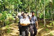 Polres Pandeglang Salurkan Bansos di Desa Sudimanik