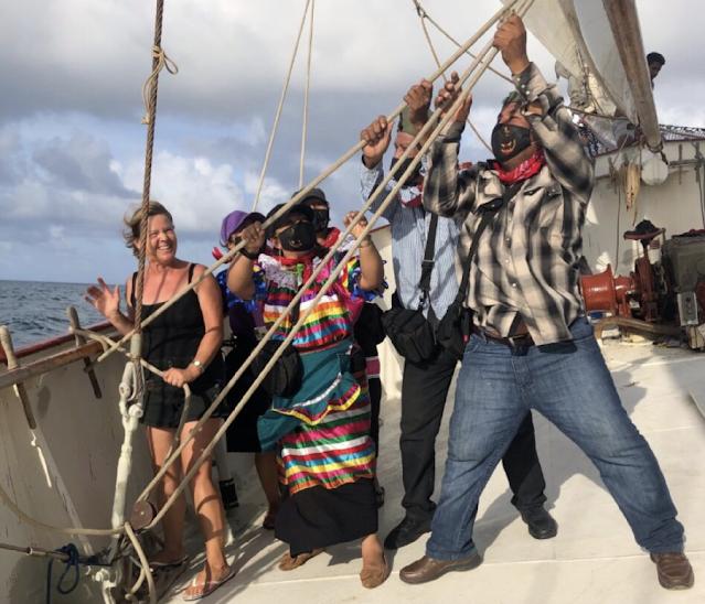 """""""Y si cae un rayo y se rompe el barco, ¿qué hacemos?"""": zapatistas"""