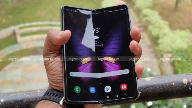 Samsung Galaxy Fold 2 can be used with foldable glass display