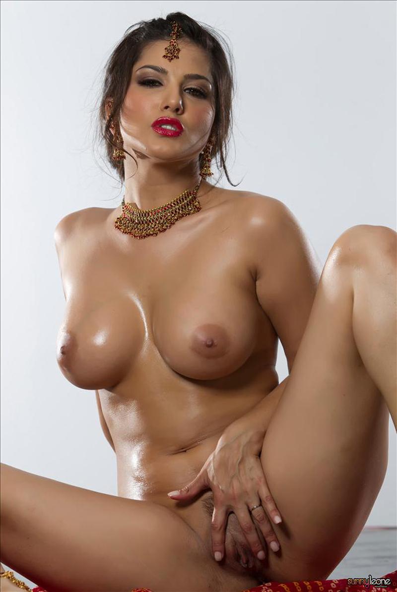 Nude Sunny Leone Photos