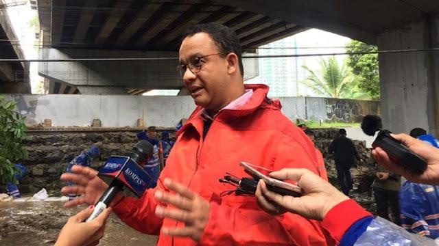 Banjir Mengukuhkan Anies Jadi 'Gubernur Indonesia'
