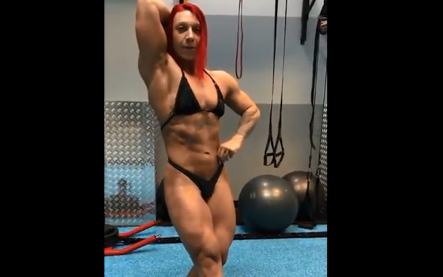 Video Just delivered to the biggest female bodybuilder I've ever seen, best muscles