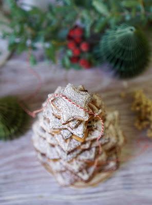 noËl , gâteaux de l'Avent , épices, cannelle , arbre de Noel