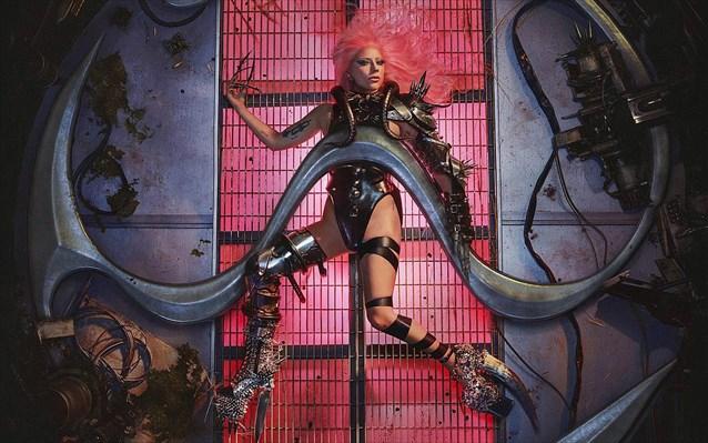 Lady Gaga postpones her Parisian concert in 2022