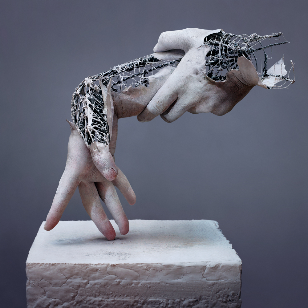 01-Yuichi-Ikehata-Kakuunohito-Surreal-and-Realistic-Physical-Fragment-Sculptures-www-designstack-co