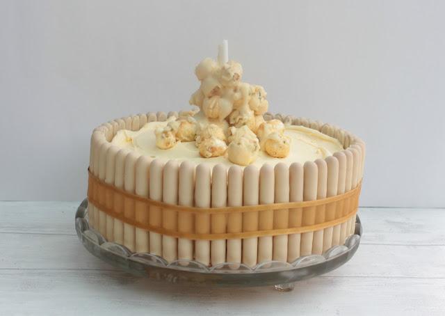 popcorn bubbles on prosecco anti gravity cake