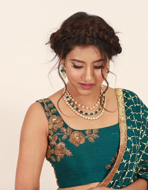 Pretty Diamond Set by Manjula Jewellers