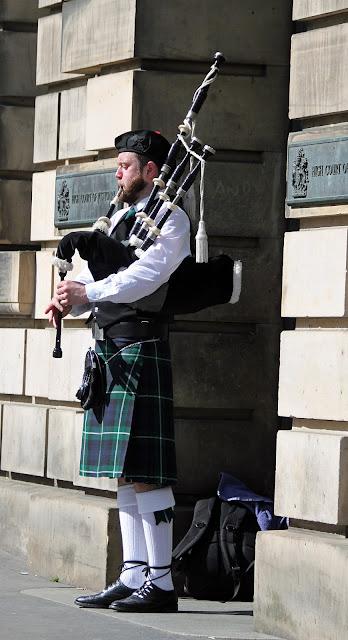 Ensikosketus Edinburghiin 14